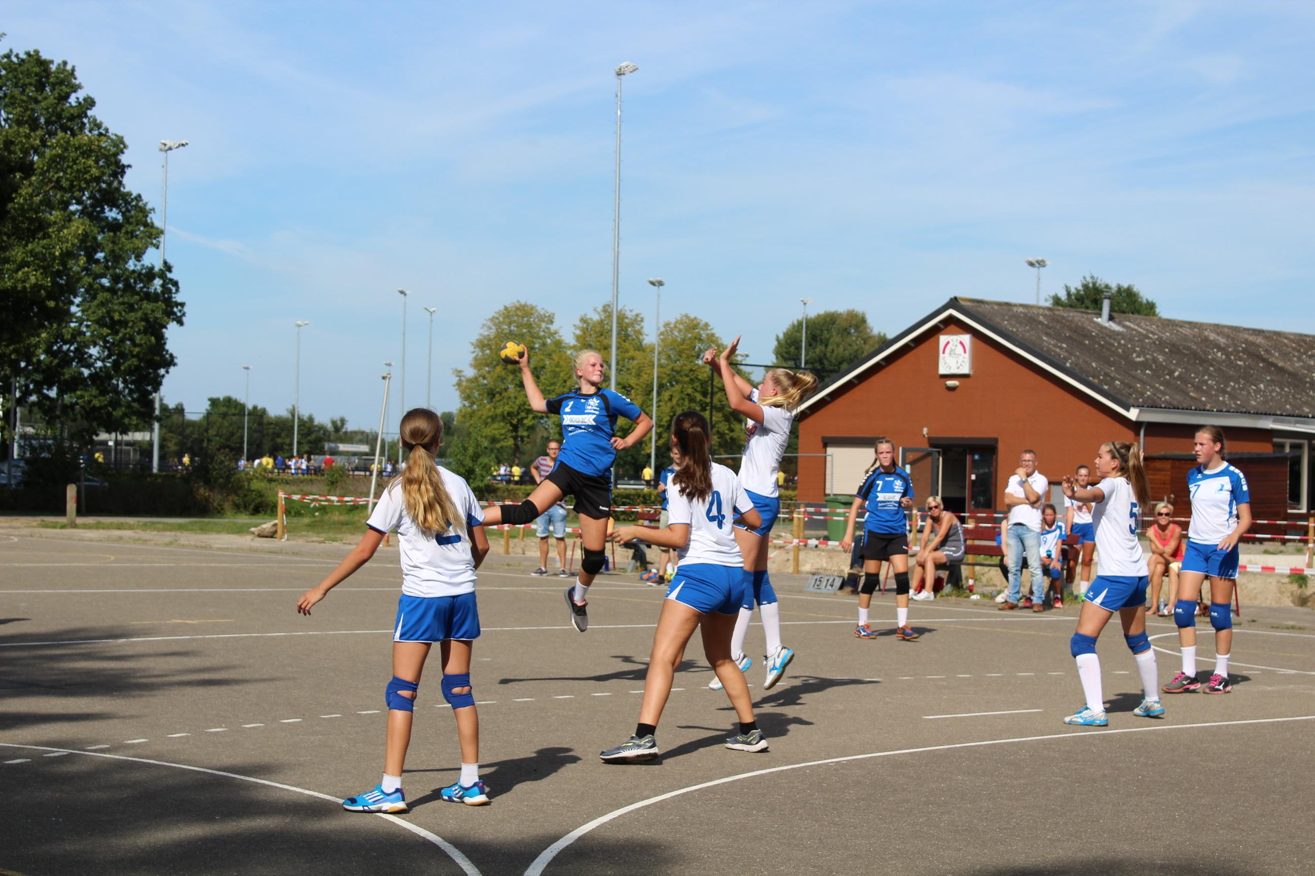 Dames C1 wonnen hun eerste veldwedstrijd onder nieuwe naam Travelbags HV Zwolle