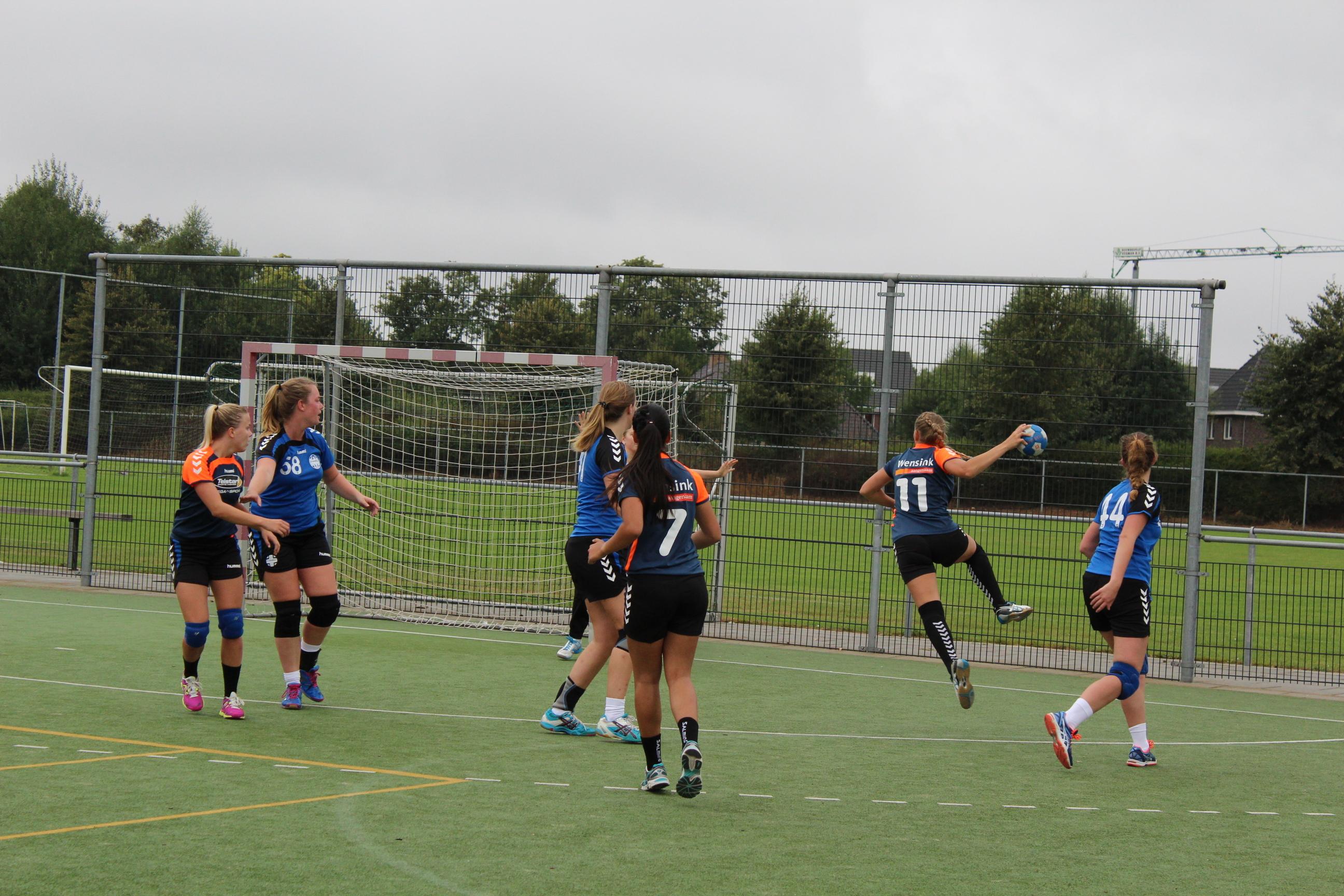 Onze A1 dames  gingen als een speer in hun eerste Travelbags HV Zwolle veldwedstrijd